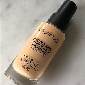 smashbox studio skin 15 hour wear foundation 2.1